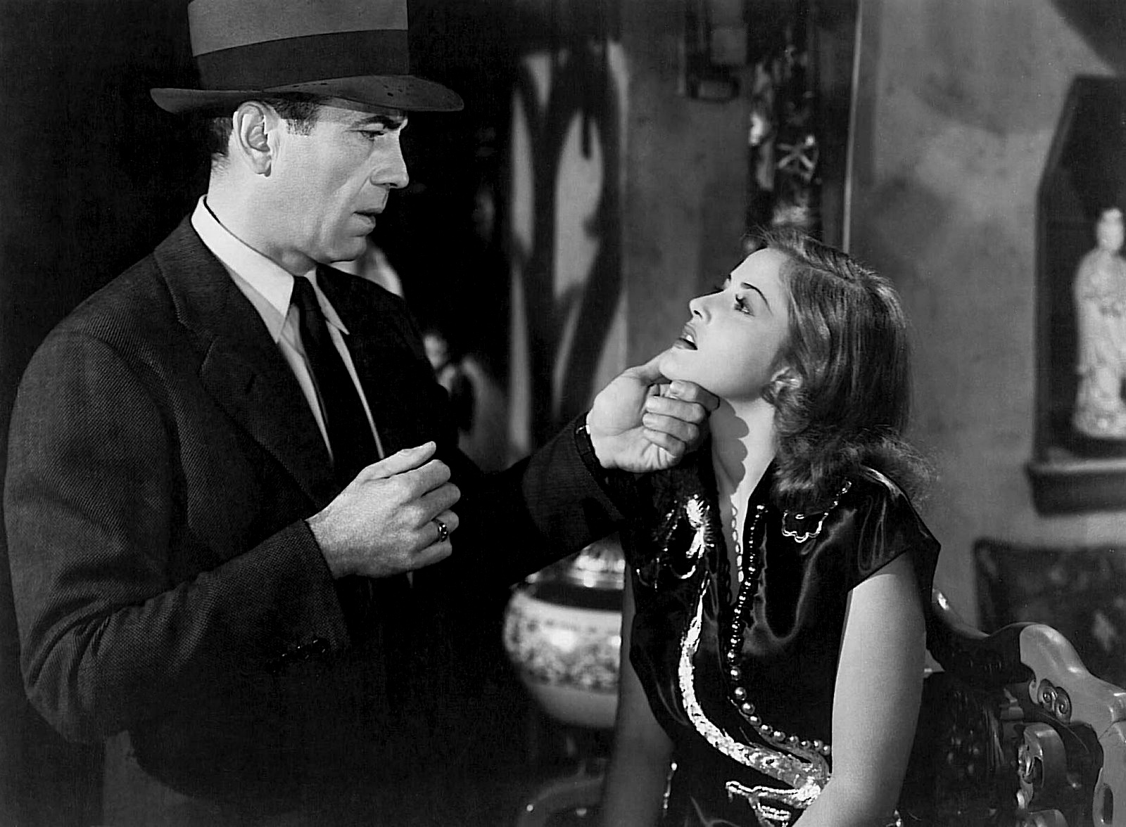 big sleep An essential annotation of raymond chandler's novel reveals how the classic came to be.